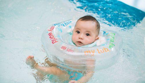 Nên lựa chọn phương pháp bơi nào cho trẻ sơ sinh?