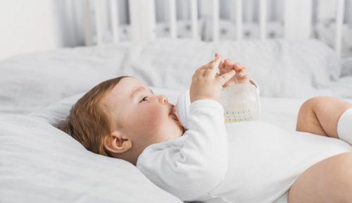Cách hạn chế bé sơ sinh bị ọc sữa