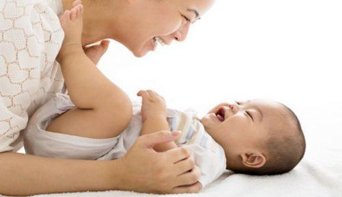 Bật mí cách giao tiếp chuẩn với bé sơ sinh